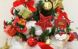 クリスマスツリーオーナメントアップ