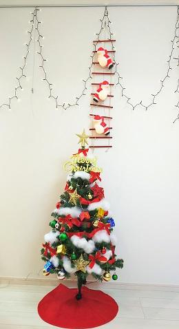 天井面のピクチャーレールを利用したクリスマス装飾